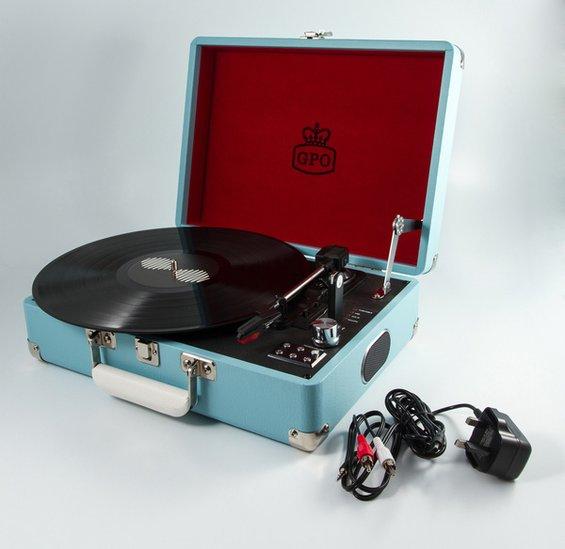 Reminiscencna pomocka gramofon modry