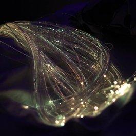 Interaktívne optické vlákna so zdrojom