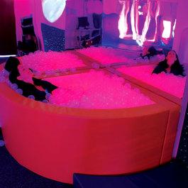 Vibračný podsvietený rohový bazén